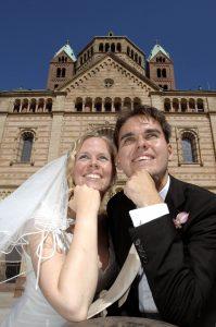Hochzeitspaar vor Speyerer Dom