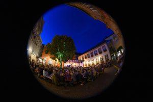 Jazzfestival im Rathausinnenhof gesehen durch Fischauge