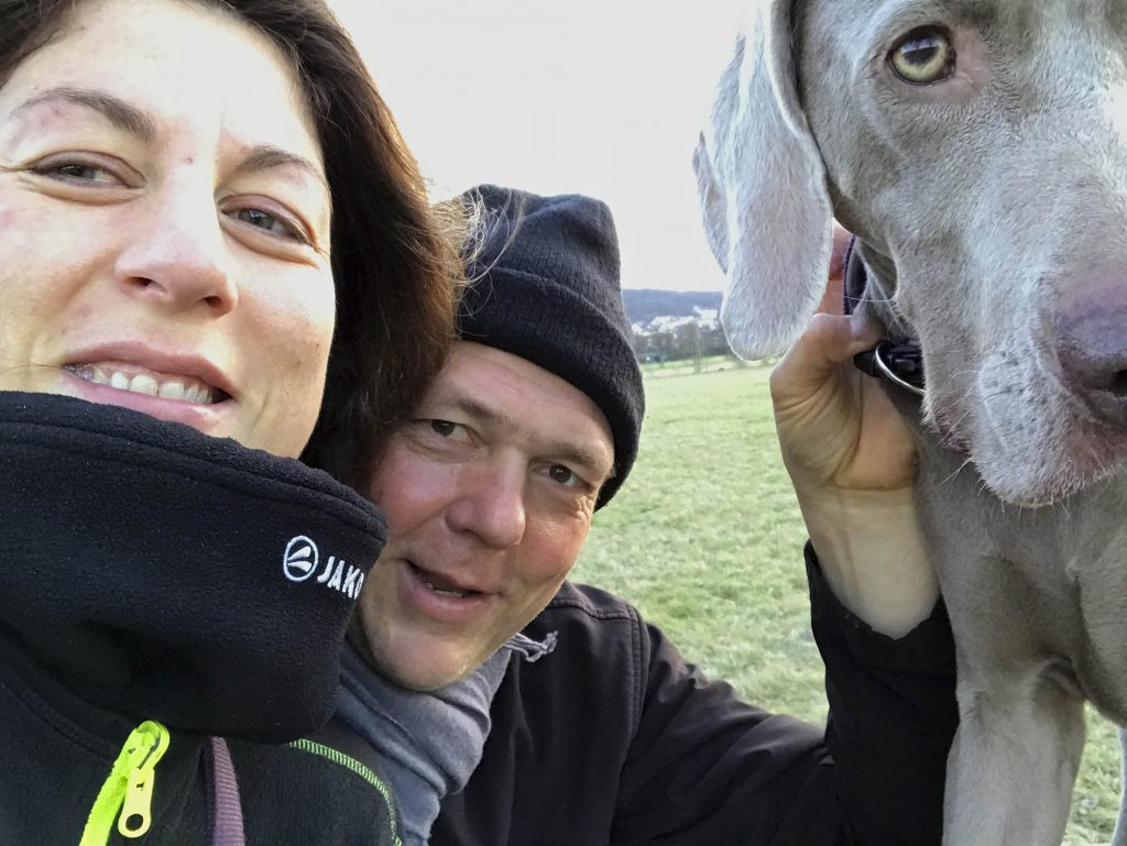 Klaus mit Lebensgefährtin und Hundund