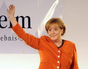 Bundeskanzlerin Dr. Angela Merkel winkt