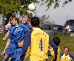 Simon Schulte-Sutthoff und Florian Hornig beim Kopfball