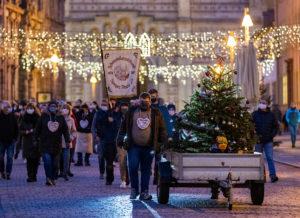 Protestzug der Schausteller in Speyer mit Dom im Hintegrund