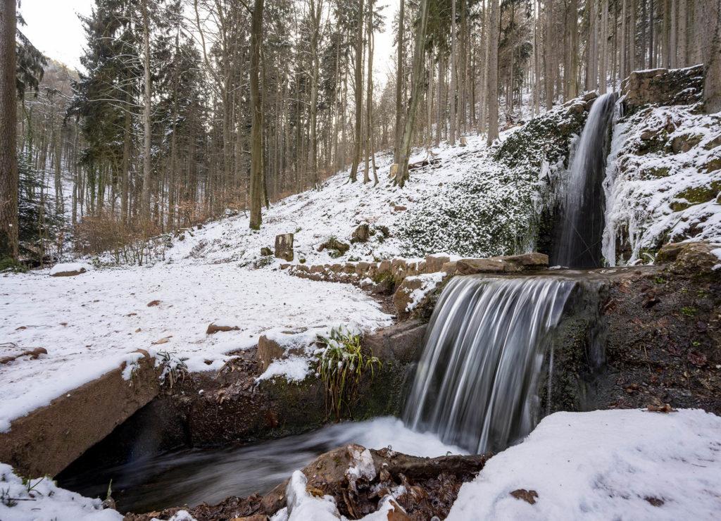 Hilschbachquelle im Schnee