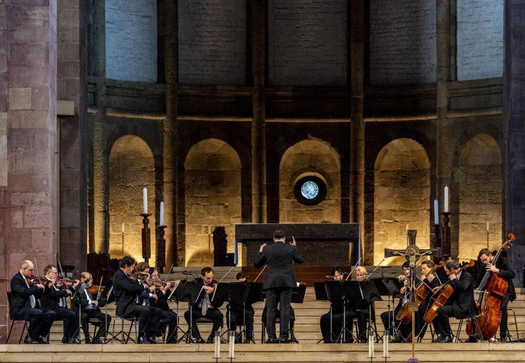 Orchester im altarraum des Kaiserdoms zu Speyer