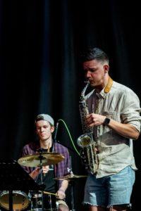 Saxophonist und Schlagzeuger