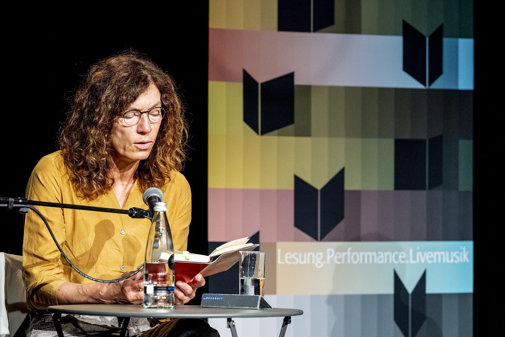 Autorin Anne Weber liest aus ihrem Werk