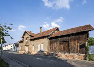 Alter Bahnhof Harthausen von der Straßenseite aus gesehen