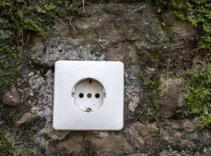 Steckdose auf einem Felsen