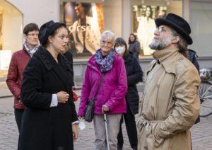 Schauspieler auf der Straße beim Stationentheater zur Eröffnung der SchUM-Kulturtage Speyer